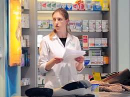 Pensionarii cu venituri de până la 1.139 de lei pe lună vor beneficia de compensarea cu 90% a preţului de referinţă al medicamentelor