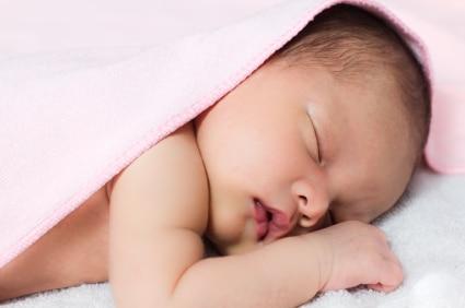 Motivul stiintific pentru care bebelusii dorm chiar şi 16 ore pe zi
